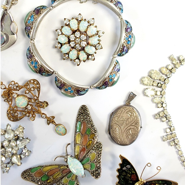 Timed Auction - Jewellery, Costume Jewellery and Bijouterie