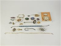 Lot 9-A collection of costume jewellery