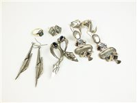 Lot 23-Collection of earrings and jewellery
