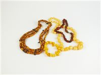 Lot 26-An amber necklace
