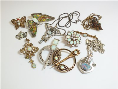 Lot 40-A collection of costume jewellery