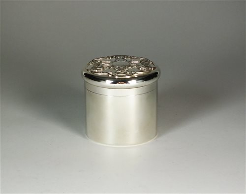 Lot 47-A Goldsmiths & Silversmiths silver box
