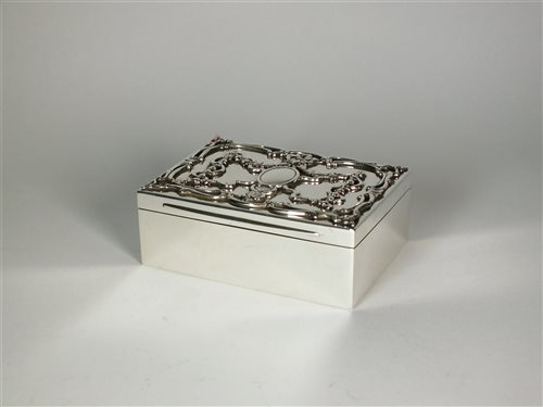 Lot 76 - A Goldsmiths & Silversmiths silver jewellery box