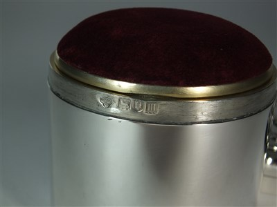 Lot 29-A Goldsmiths & Silversmiths silver box and cover