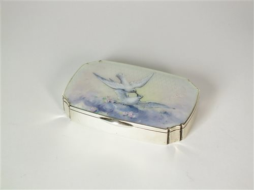 Lot 31-An early 20th century enamelled box