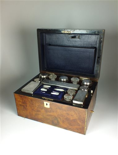 Lot 75-A travelling vanity/derssing set