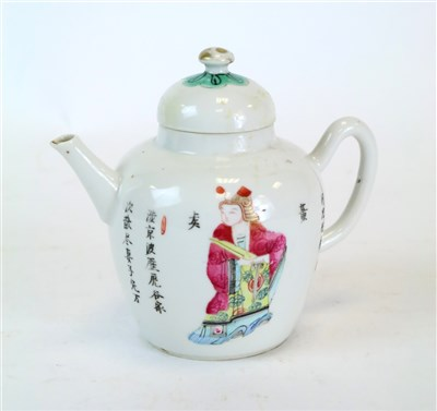Lot 149 - A Qing period Chinese export porcelain teapot and cover