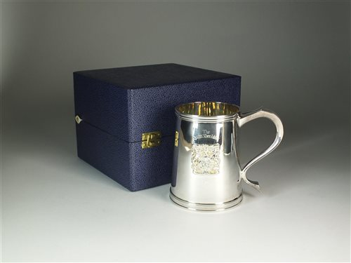 Lot 89-A cased silver 'Queens Silver Jubilee' mug