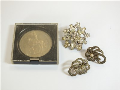 Lot 19-A collection of costume jewellery