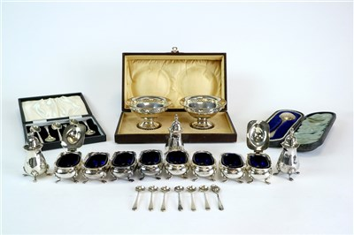Lot 116-A small collection of silver