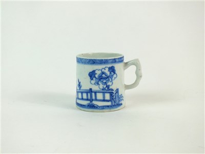 Lot 36 - A Bow porcelain blue and white coffee can