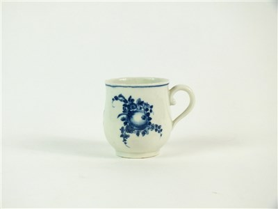 Lot 37 - A Worcester porcelain blue and white custard cup