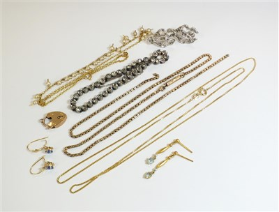 Lot 50-A small collection of jewellery