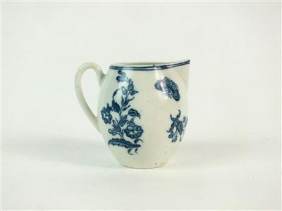 Lot 56 - A Caughley robin's beak cream jug