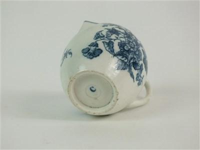 Lot 56 - A Caughley robin's beak cream jug
