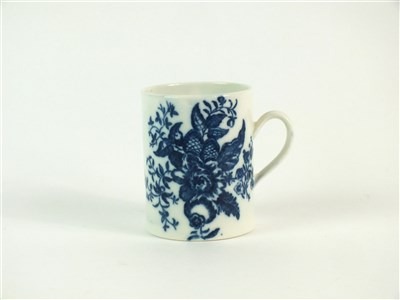 Lot 54 - A Caughley mug in the Pine Cone pattern