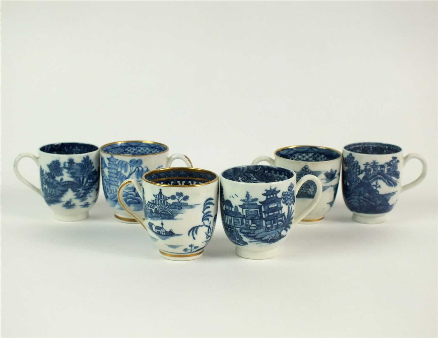Lot 18 - Five Caughley blue and white porcelain coffee cups
