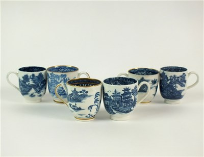 Lot 18-Five Caughley blue and white porcelain coffee cups