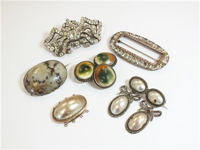 Lot 38-A small collection of jewellery