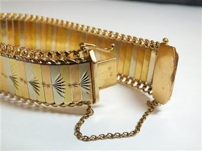Lot 289-A tri-coloured bracelet