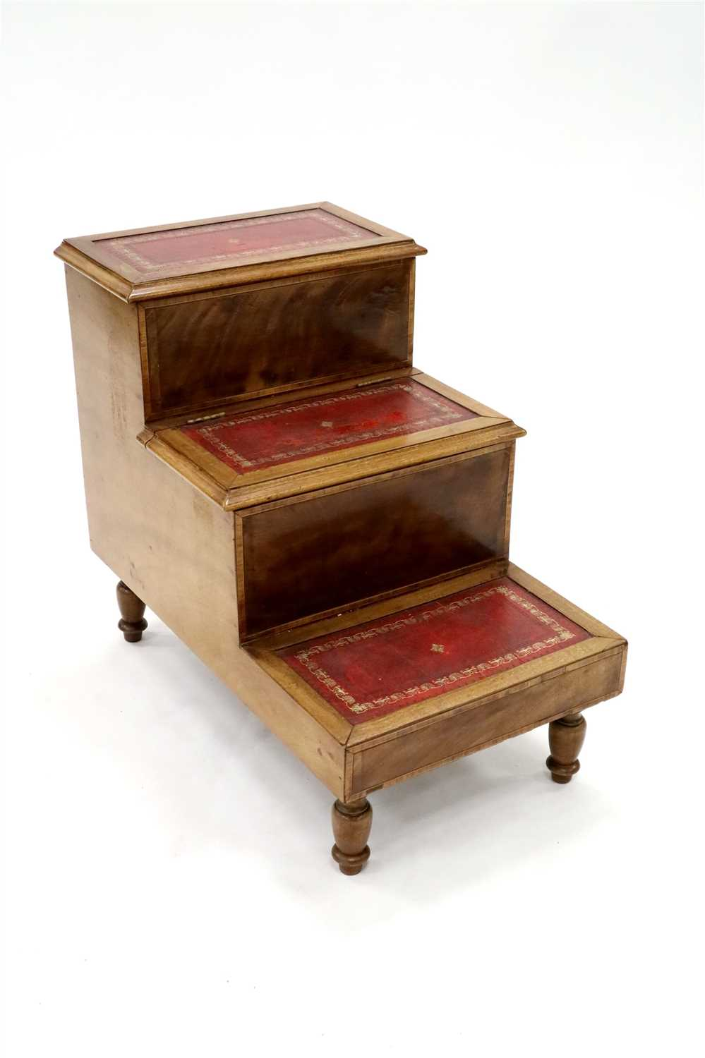 Lot 227-An early 20th century walnut bank of library steps