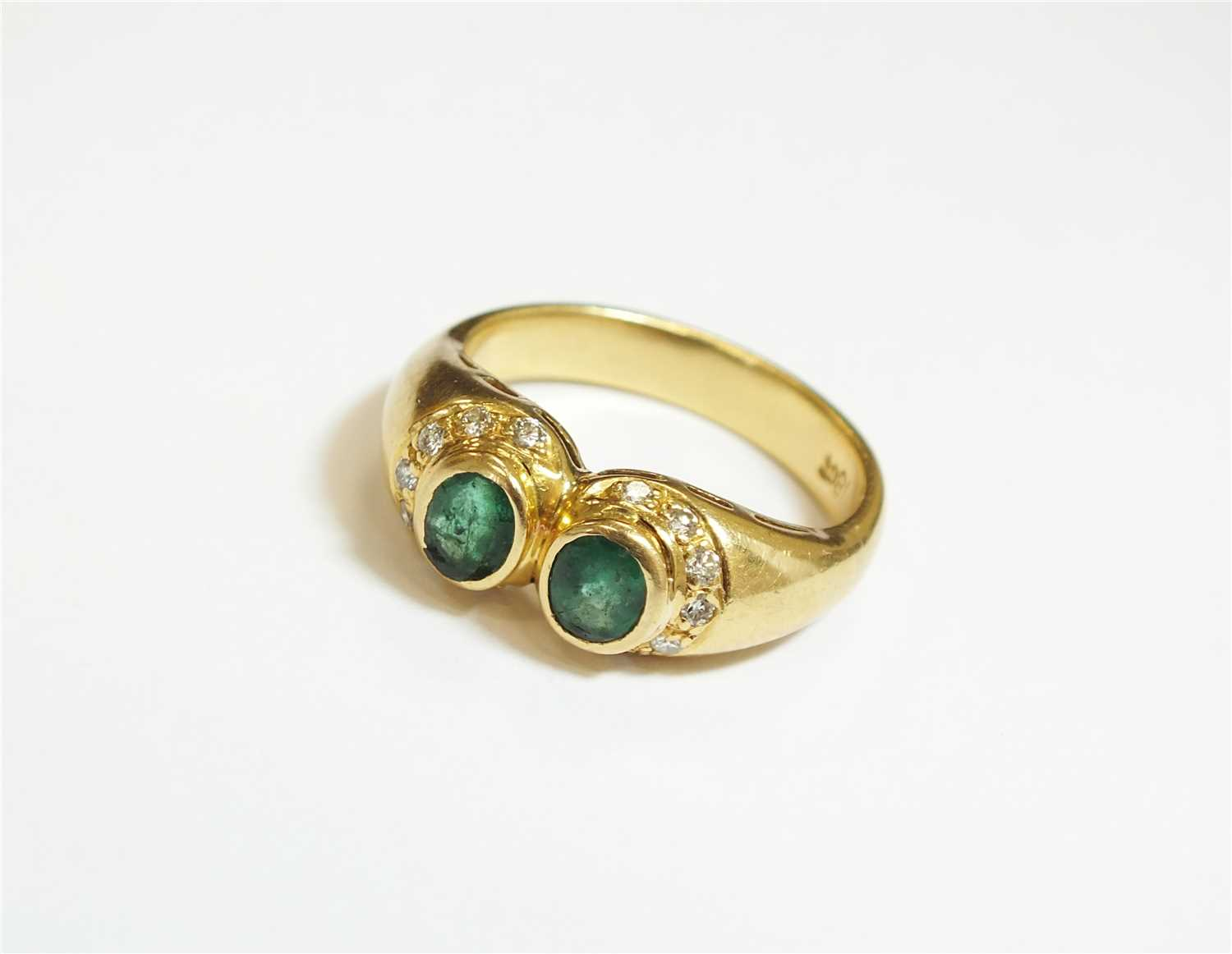Lot 3-An emerald and diamond ring