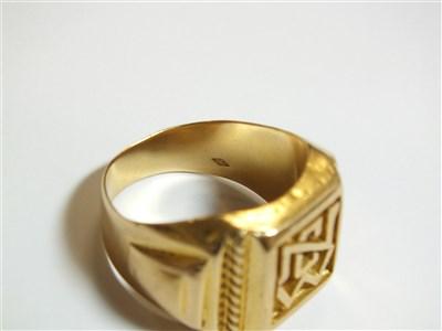 Lot 2-A yellow metal signet ring