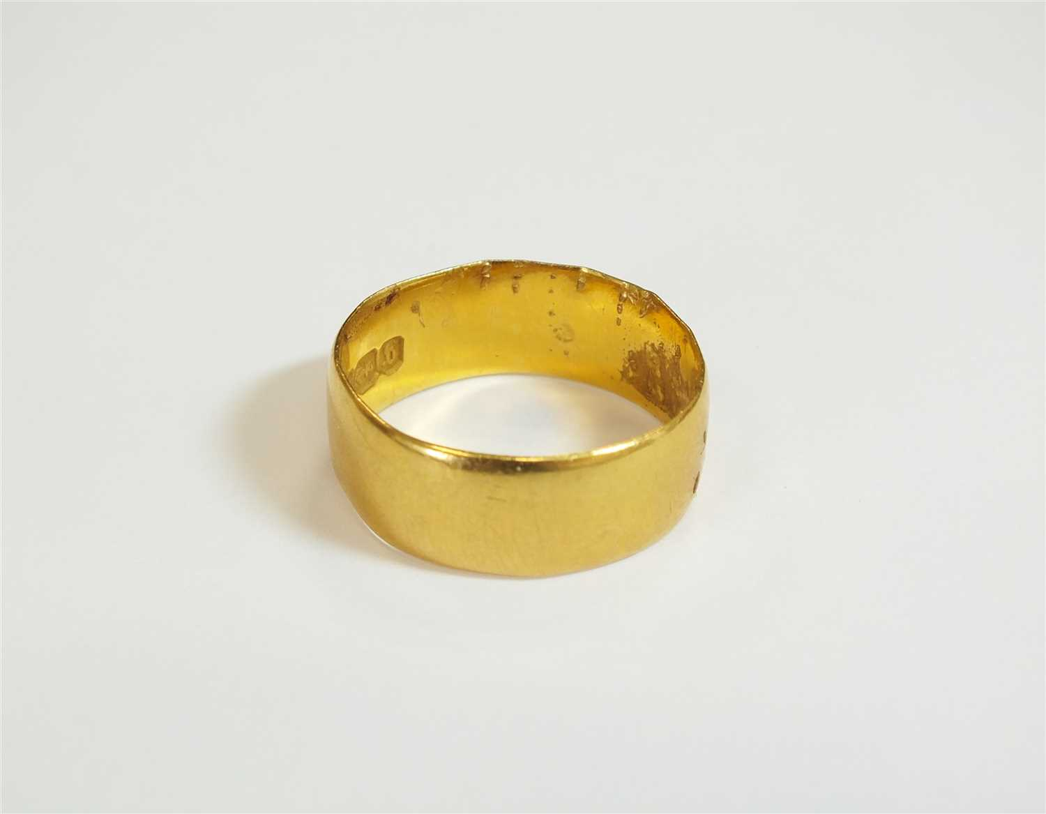 Lot 8-A 22ct gold wedding band
