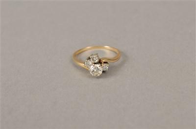 Lot 32-A diamond dress ring