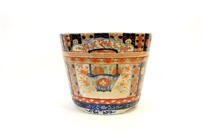 Lot 522-A Japanese Imari ware jardinière, decorated with...