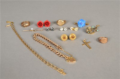 Lot 84-A small collection of jewellery