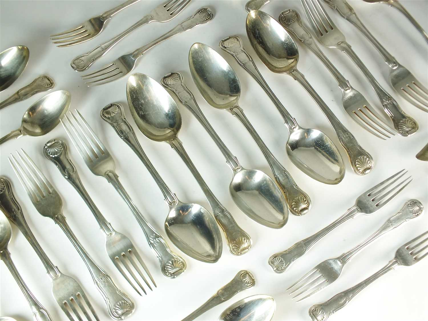 238 - A harlequin collection of Kings pattern silver flatware