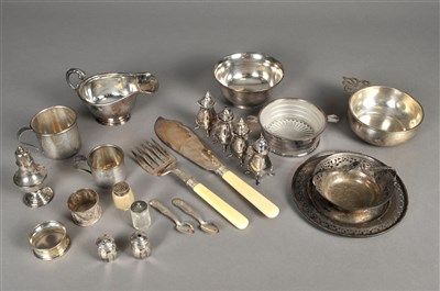 Lot 77-A small collection of silver