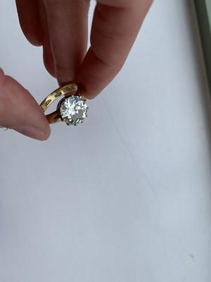 Lot 73 - A single stone diamond ring