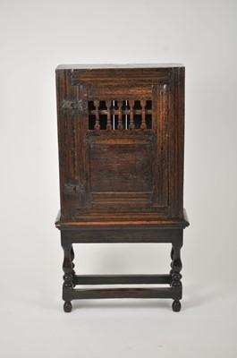 Lot 27 - A good 17th century style rectangular oak...