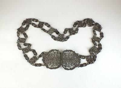 Lot 25 - An Edwardian silver belt