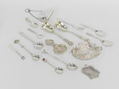Lot 18 - A collection of silver