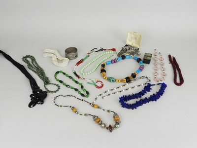Lot 37 - A collection of costume jewellery