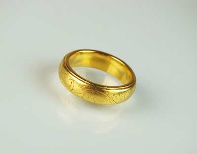 Lot 27 - A 22ct gold wedding band