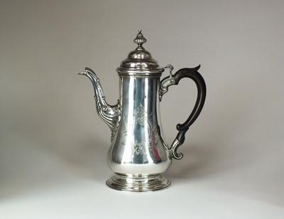 Lot 19 - A George III silver coffee pot