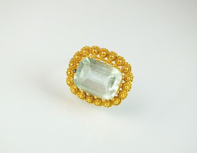 Lot 29 - An early Victorian aquamarine brooch