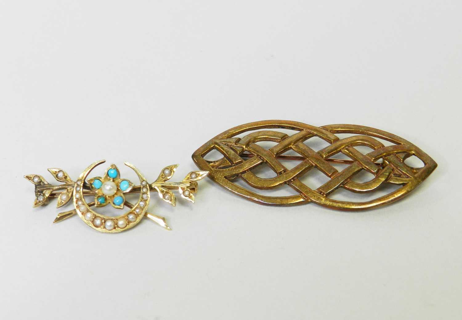 Lot 22 - Two brooches