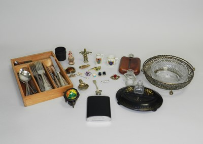 Lot 33 - A collection of various pieces of jewellery and costume jewellery