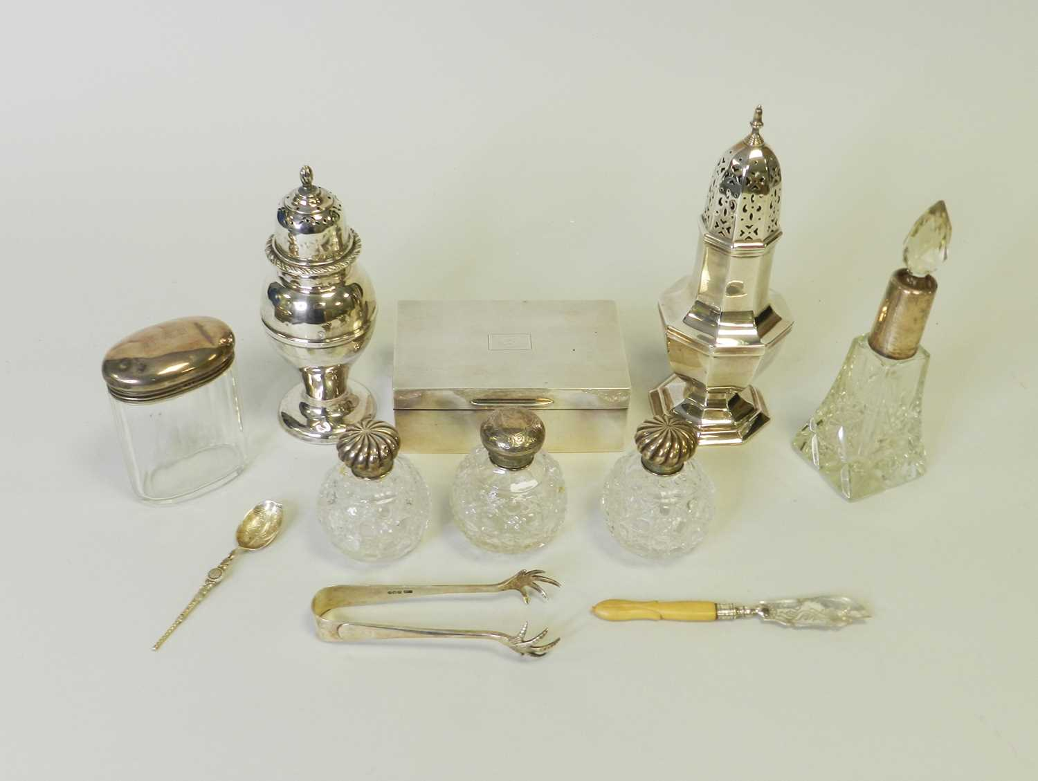 Lot 3 - A small collection of silver