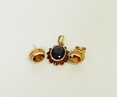 Lot 26 - A garnet pendant and a pair of garnet earrings