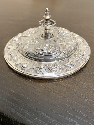 Lot 12 - An Edwardian silver mounted coconut cup and cover