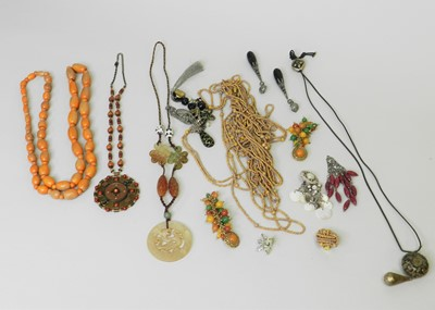 Lot 34 - A collection of costume jewellery