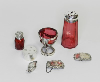 Lot 17 - A small collection of silver