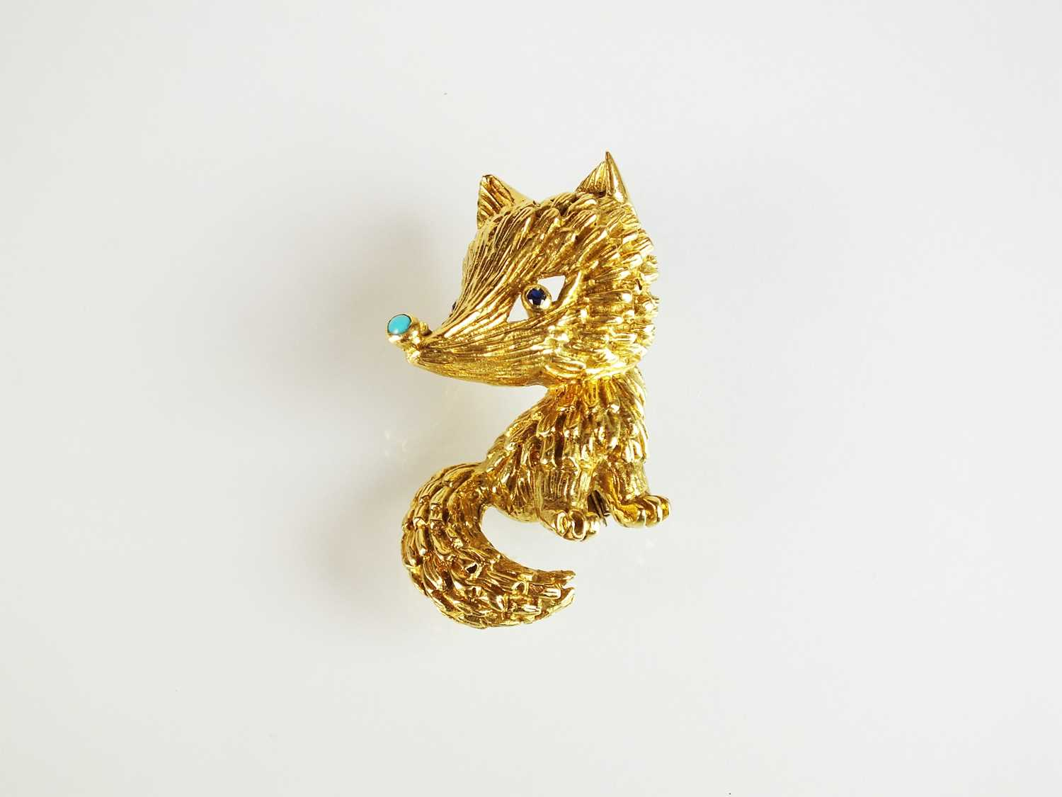 Lot 99 - An 18ct gold turquoise and sapphire novelty brooch in the form of a fox