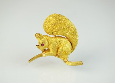 Lot 98 - A French gold Hermes brooch in the form of a squirrel